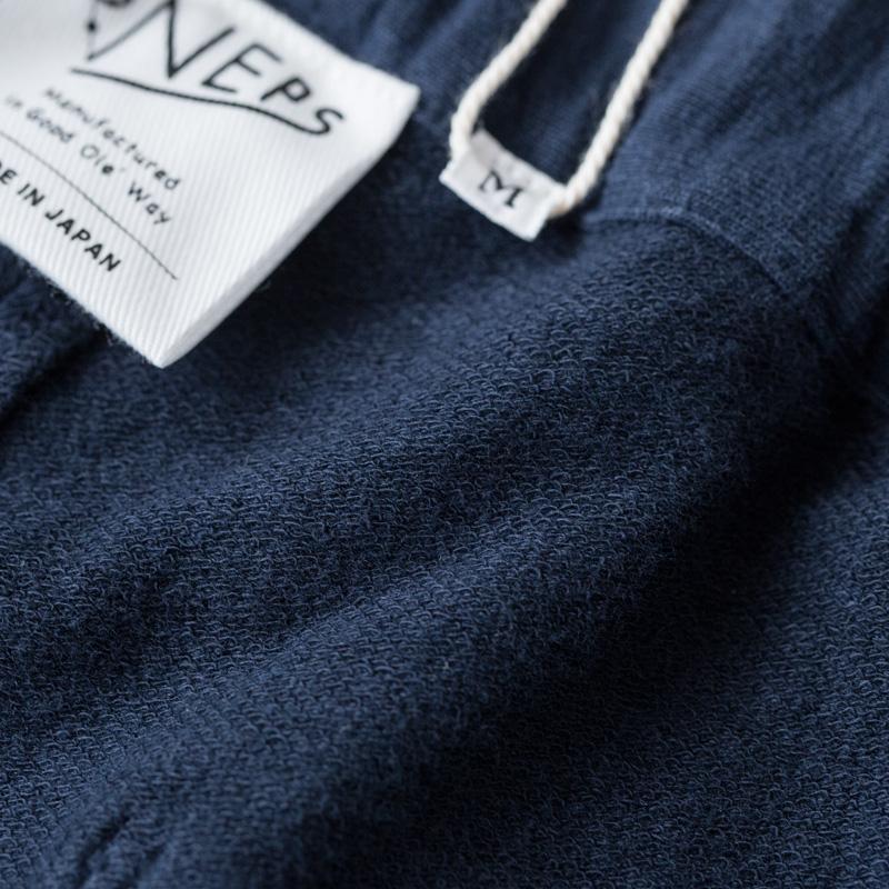 パイル地のように横糸を浮かせて編まれたインレイ編み